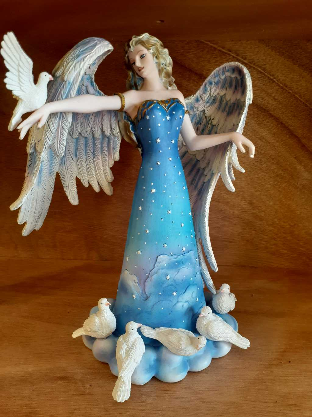 Figurine Angel with Doves